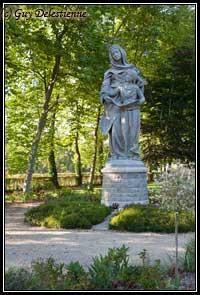 Statue Sainte-Anne (Jardin du sanctuaire, Sainte-Anne d'Auray, 2009)
