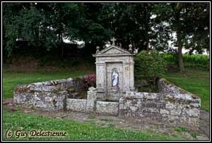 Fontaine (Notre-Dame des Carmes, Neuillac, 2011)